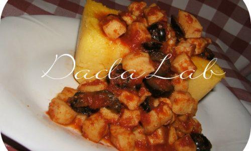 Bauletti di polenta con seppie alle olive
