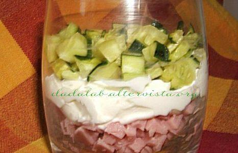 Bicchiere di prosciutto con formaggio e verdura