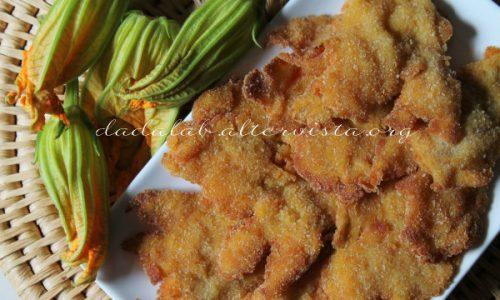 Fiori di zucchina fritti versione a cotoletta