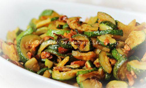 Zucchine al curry con mandorle salate