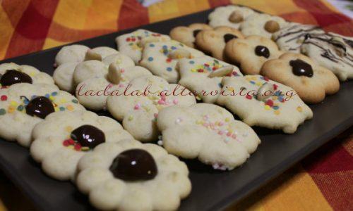 Biscotti di frolla montata con sparabiscotti