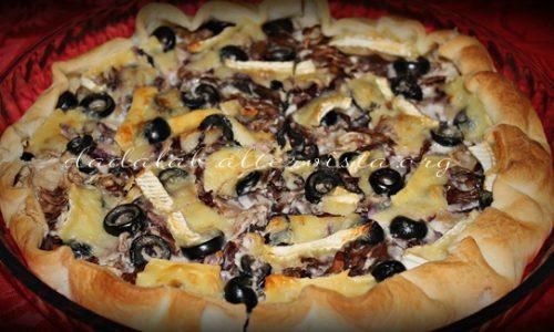 Torta salata con Brie, radicchio e olive
