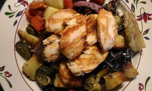 Tagliata di pollo con verdure al forno