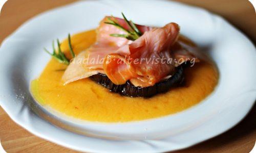 Torretta al salmone affumicato con frutta e melanzana