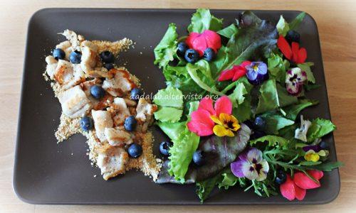 Trancetti di sogliola con mandorle mirtilli e misticanza con fiori edibili