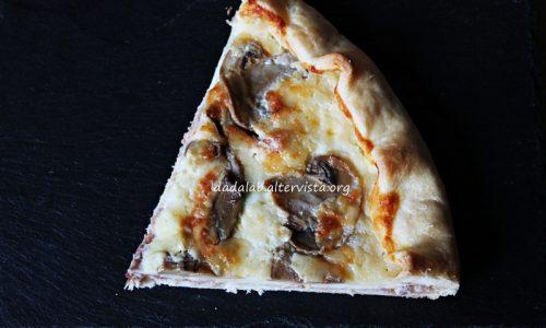 Torta salata con crudo stracchino e funghi