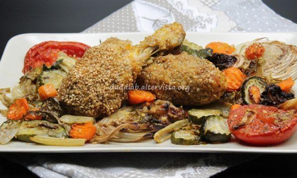 Fusi di pollo con panatura croccante al sesamo e verdure aromatiche