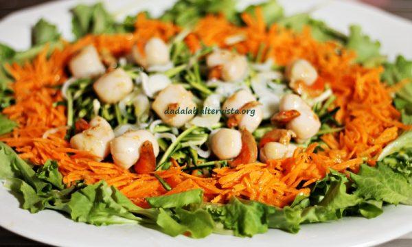Insalata con zucchine carote e capesante allo zenzero