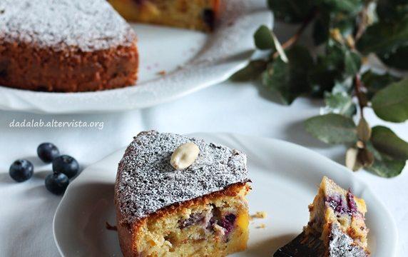 Torta pesche e mirtilli